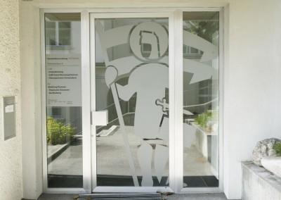 Glasdekorfolie Beschriftung Eingang Gemeindehaus Ruswil